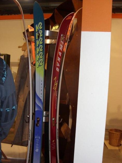 Skije Kao Vješalica Za Odjeću