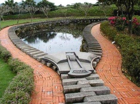 Dvorište S Umjetnim Jezercem