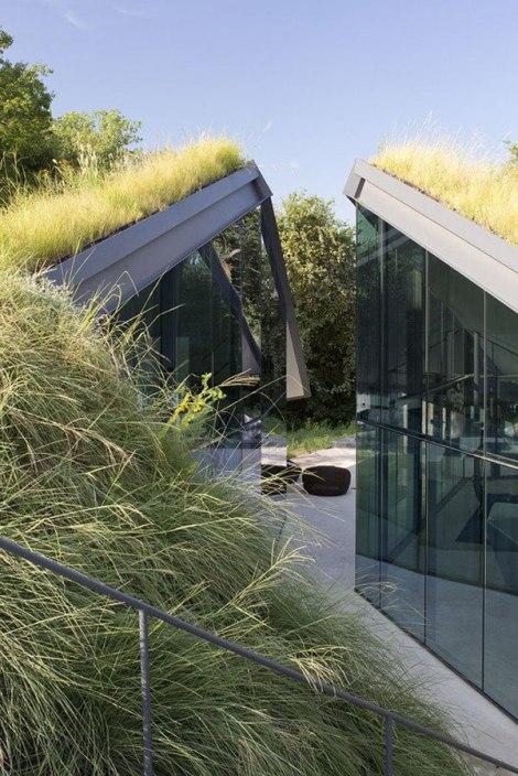 Edgeland Residence